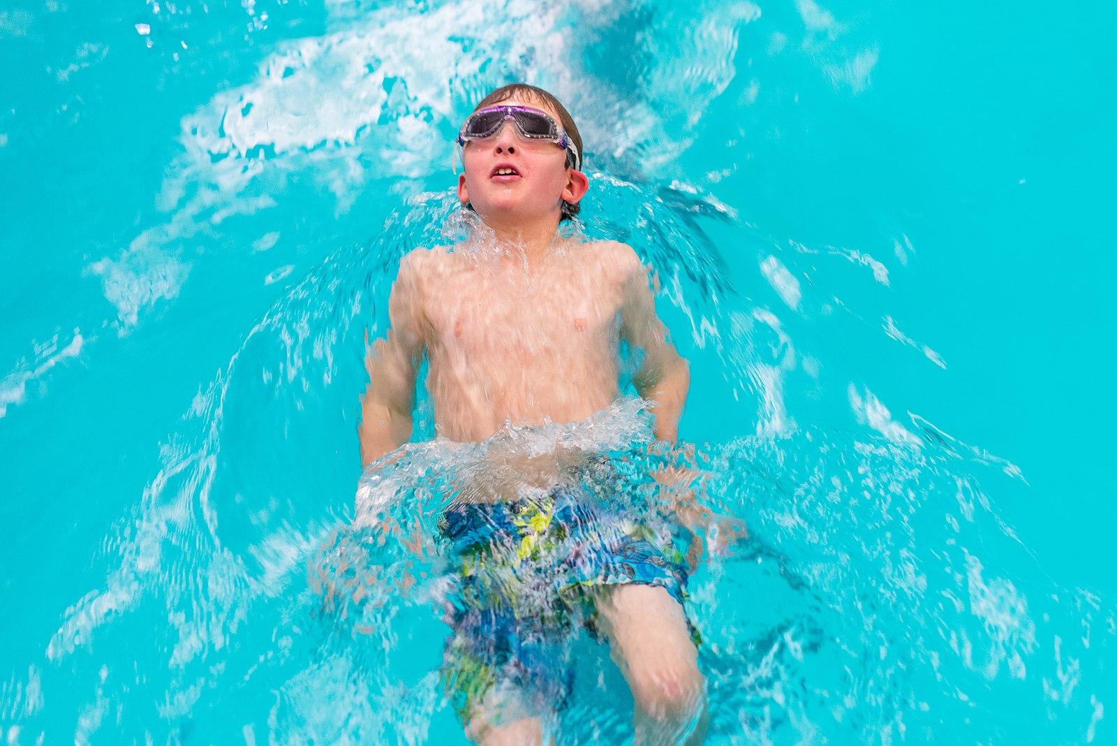 1600px-Public_Swim_(30794260713)-2